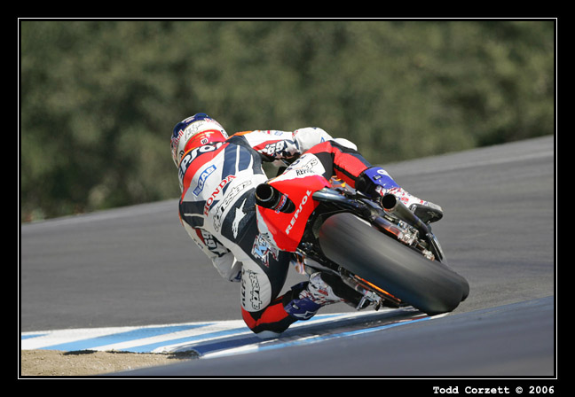 IMAGE: http://www.unitonestudios.com/gallery/motorsports/2006/06_MotoGP_tribute/images/060722_40047.JPG