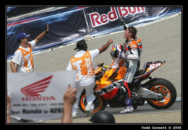 IMAGE: http://www.unitonestudios.com/gallery/motorsports/2006/06_MotoGP_tribute/images/060723_40414.JPG